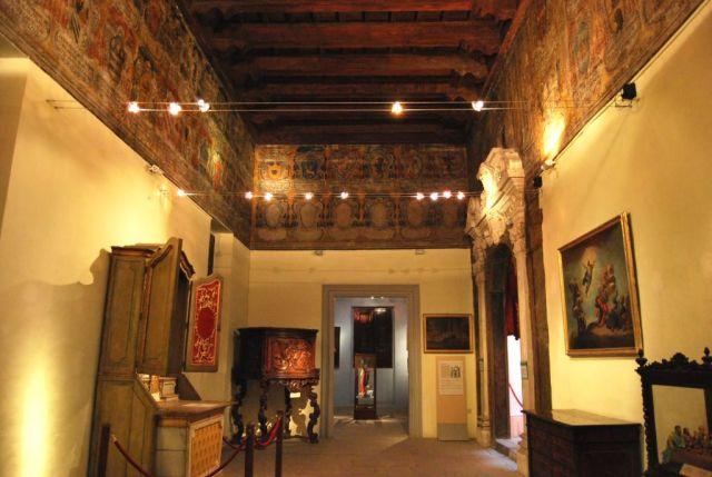 Inquisitor's Palace, Nagy tanácsterem, az inkvizítorok címereivel