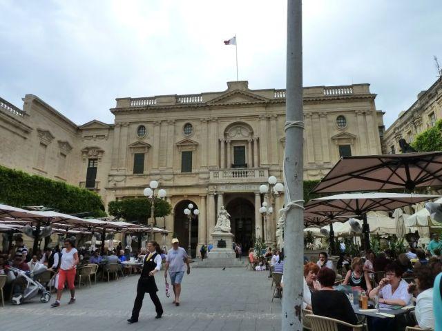 Málta P1670467 Valletta, Könyvtár, Victoria szobor