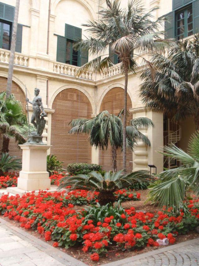 Valletta, Nagymesteri palota udvar, Neptun P5110713 Aanna
