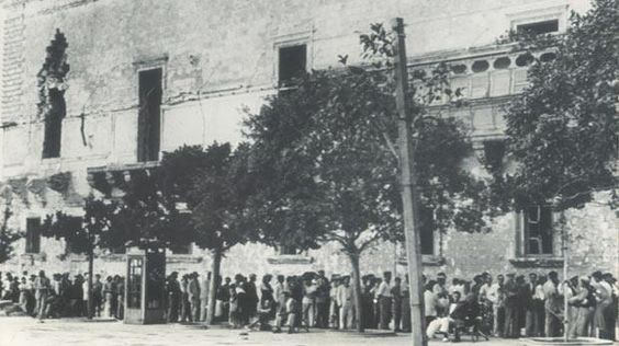 Wartime rationing queue's for cigarettes, Governors palace
