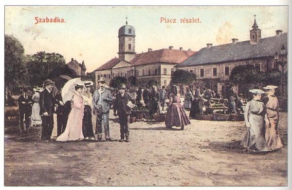 Piac a régi városháza előtt