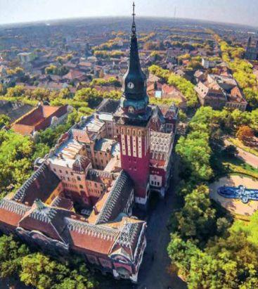 Szabadka városháza felülről_1641.prospektusból
