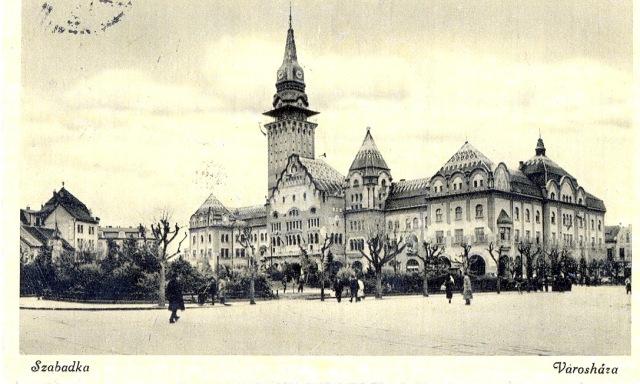 Városháza a főtérrel, klap