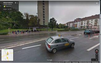 Szabadka,_buszmegálló_mögött_állt a_Kosztolányi_ház