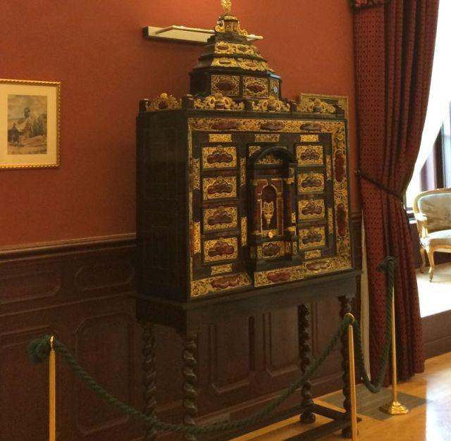 IMG_3860 Tiszadob, 2018.04.27. kastély, nagyszalon, németalföldi kabinet szekrény 19.sz., teknőspáncél, ébenfa