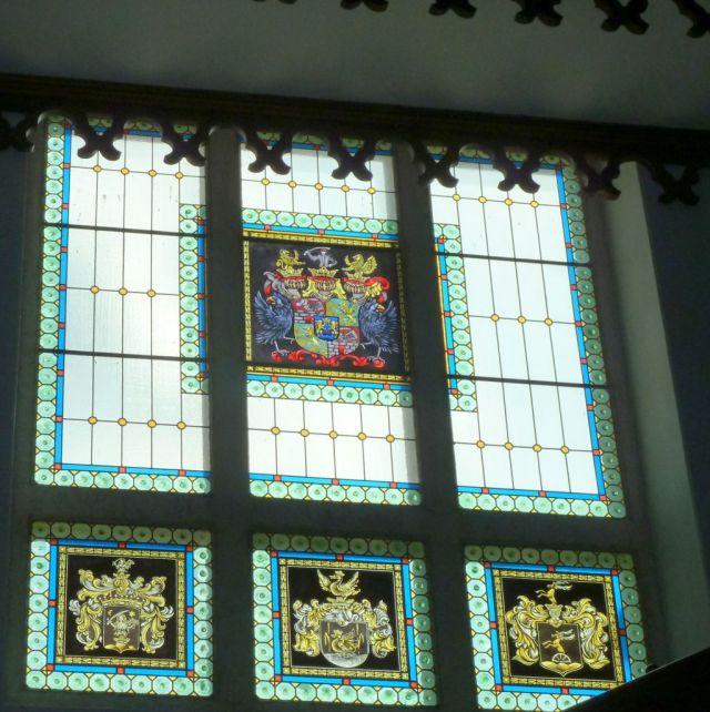 P1750853 Tiszadob, 2018.04.27. kastély, lépcsőház címeres ablak