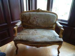 P1750856 Tiszadob, 2018.04.27.kastély nagyszalon, kanapé 1880k. aranyozott bükkfa, goblein huzat
