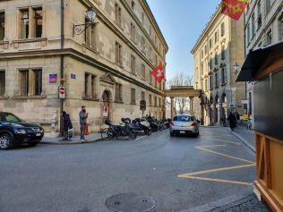 Genf 20191206_121632 Városháza és Treille kapu