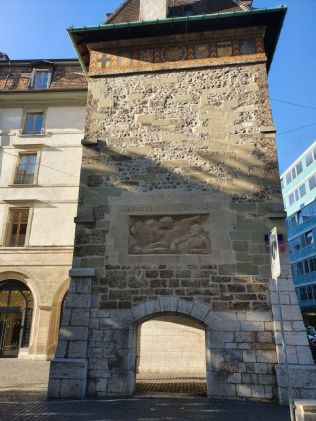 Genf 20191206_132908 Place Molard, Cité de Refuge