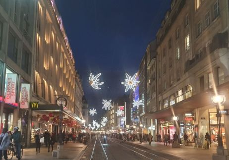 Genf 20191206_172318 bevásárló utca