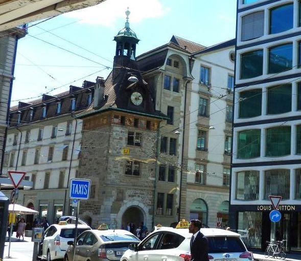 Genf P1700198 Tour Molard, L. Vuitton