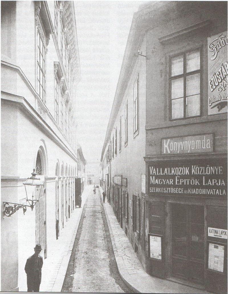 Galamb utca utca a Régiposta utca felől, 1890-es évek, jobbra a Görög udvar
