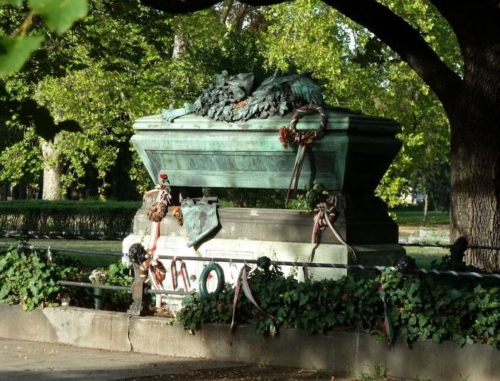 fiumei-úti-temető-arany-jános sírja